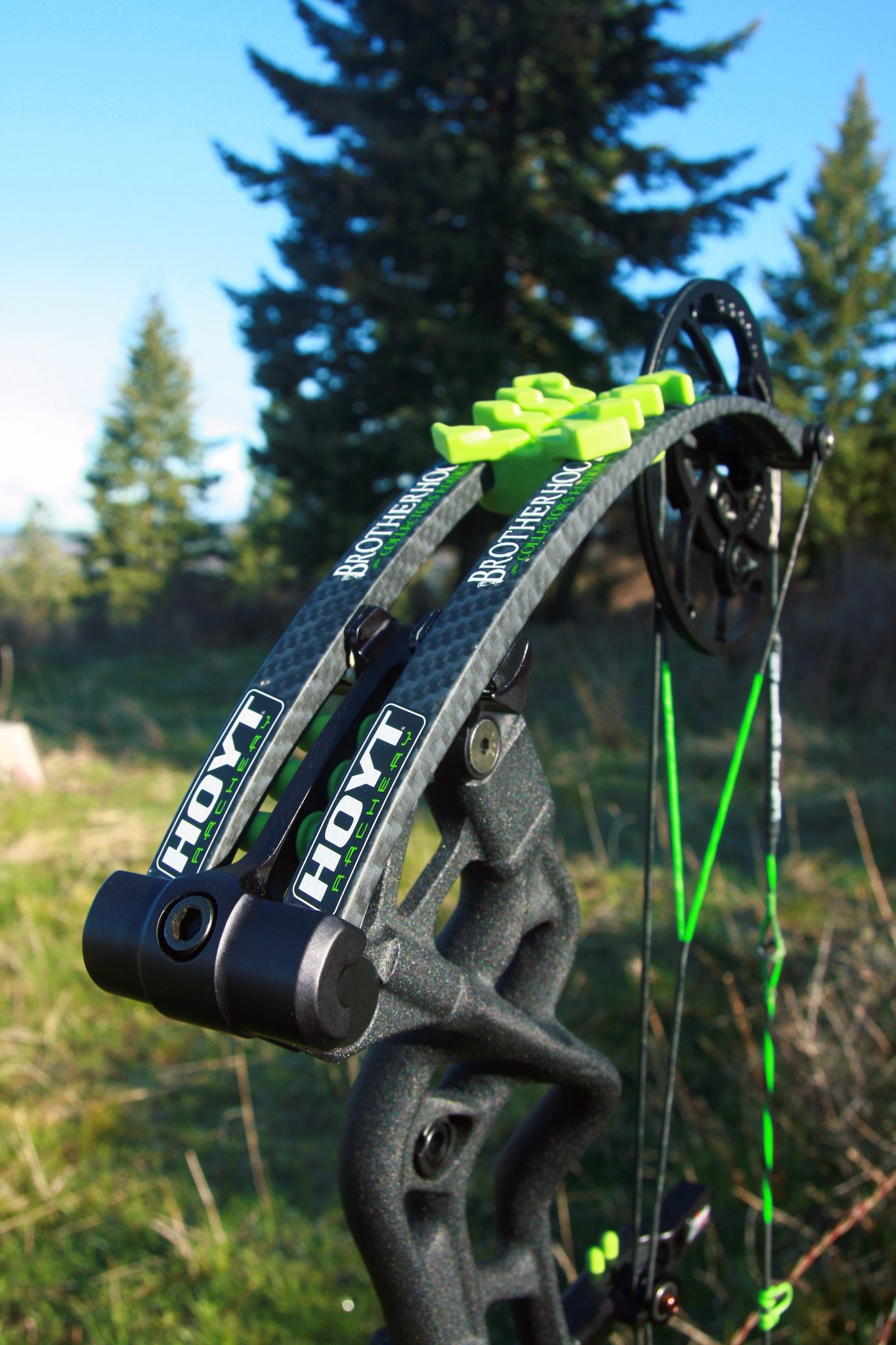 Bow Review Hoyt Carbon Defiant Brotherhood Bone Collector Edition